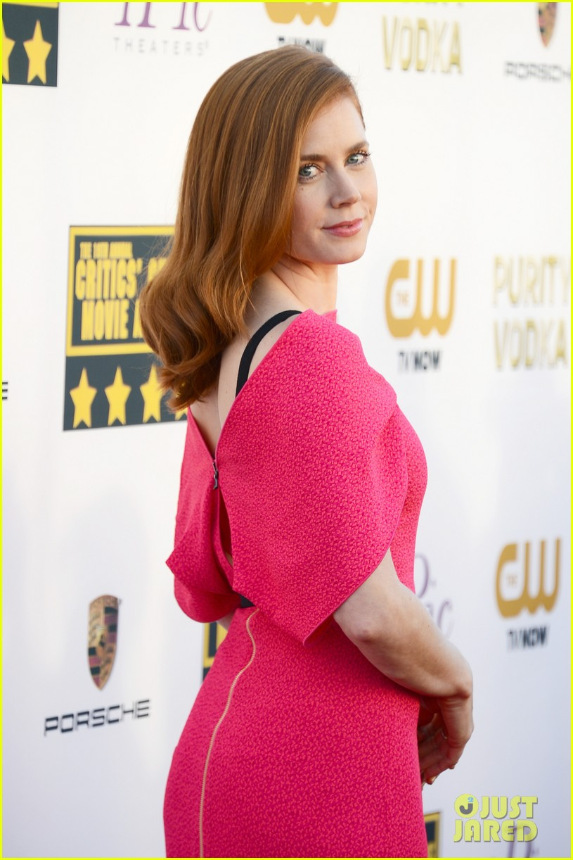 amy adams critics choice awards 2014 red carpet 06