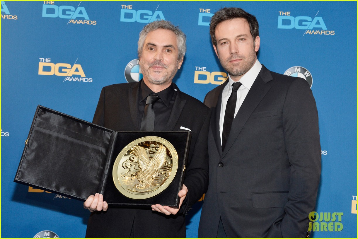 ben affleck presents top prize at dga awards 2014 07