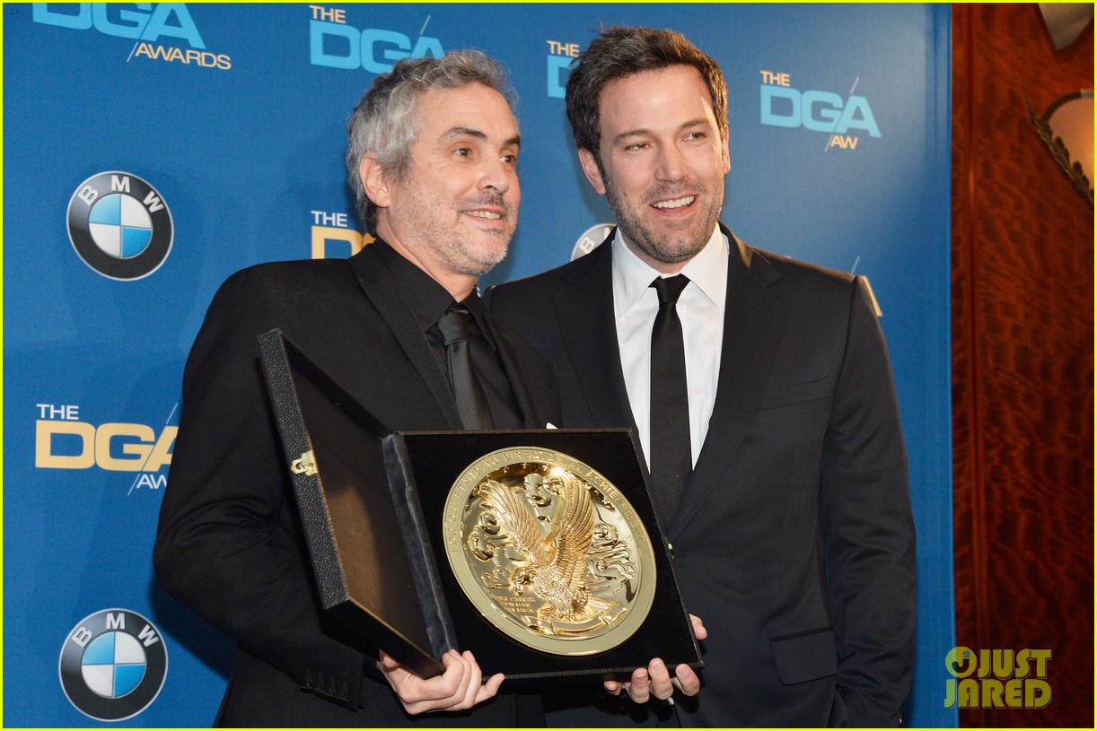 ben affleck presents top prize at dga awards 2014 12
