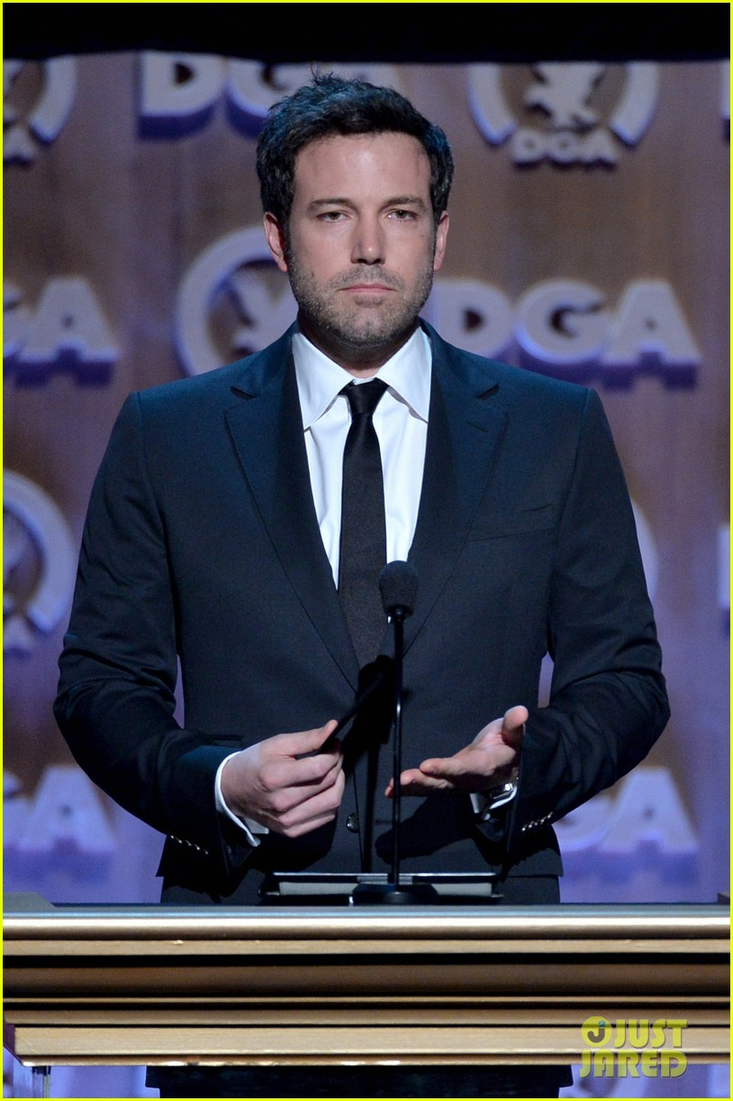 ben affleck presents top prize at dga awards 2014 15