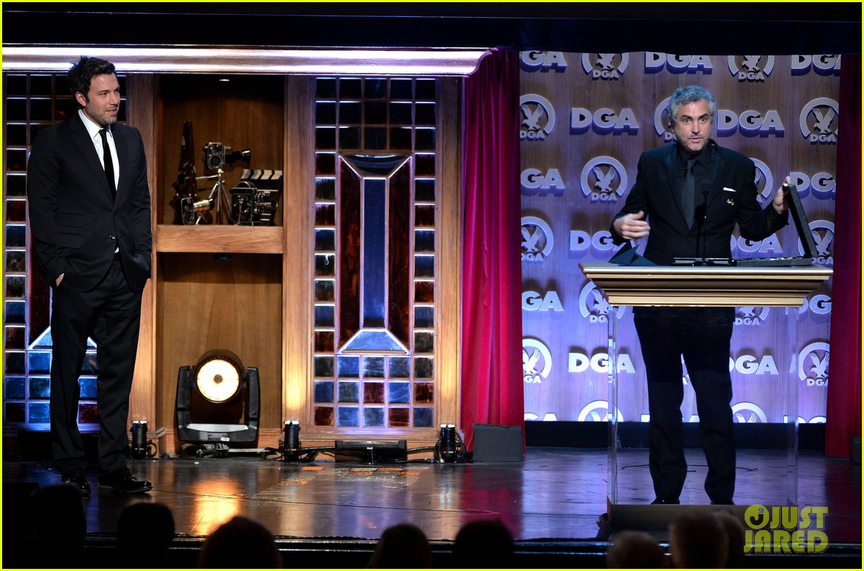 ben affleck presents top prize at dga awards 2014 19