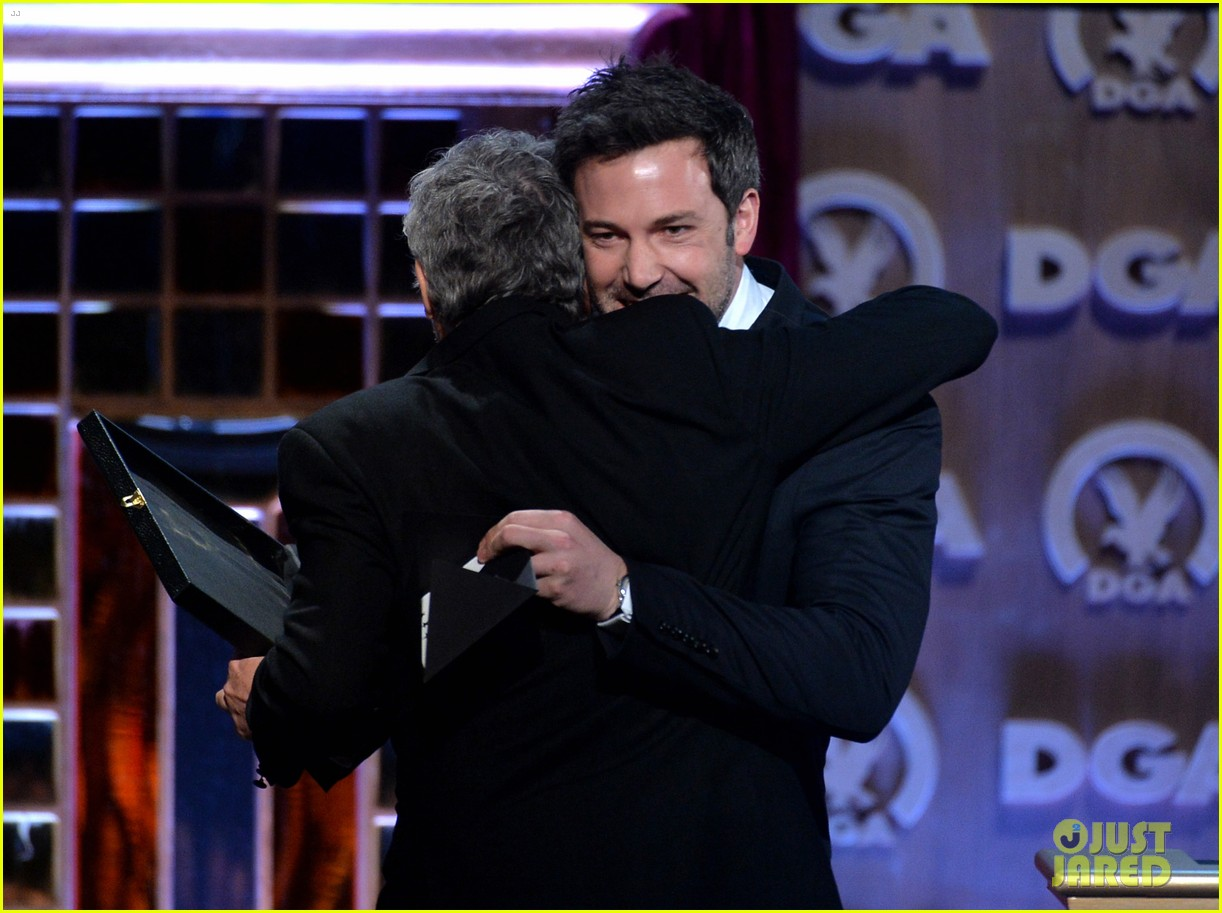 ben affleck presents top prize at dga awards 2014 20