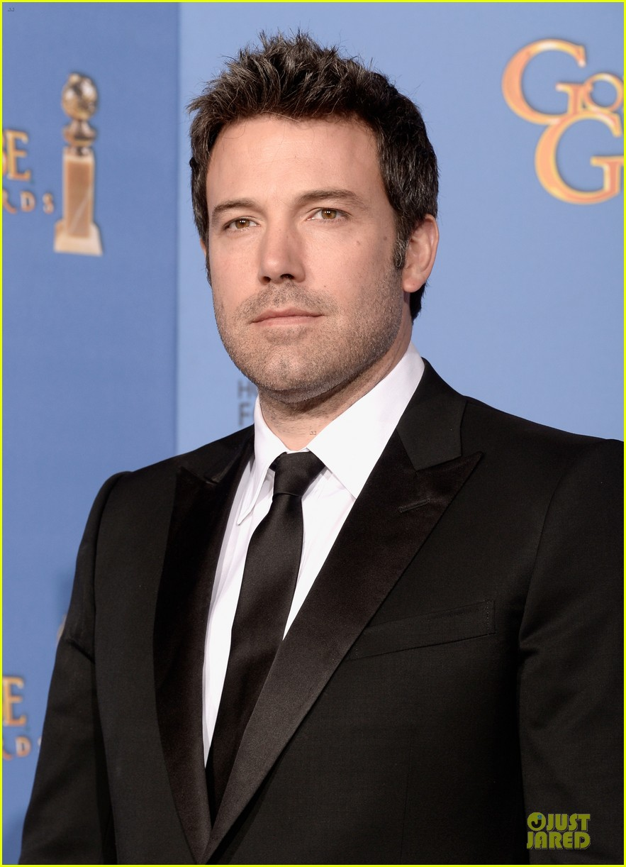 http://cdn03.cdn.justjared.com/wp-content/uploads/2014/01/affleck-globes/ben-affleck-golden-globes-2014-red-carpet-02.jpg