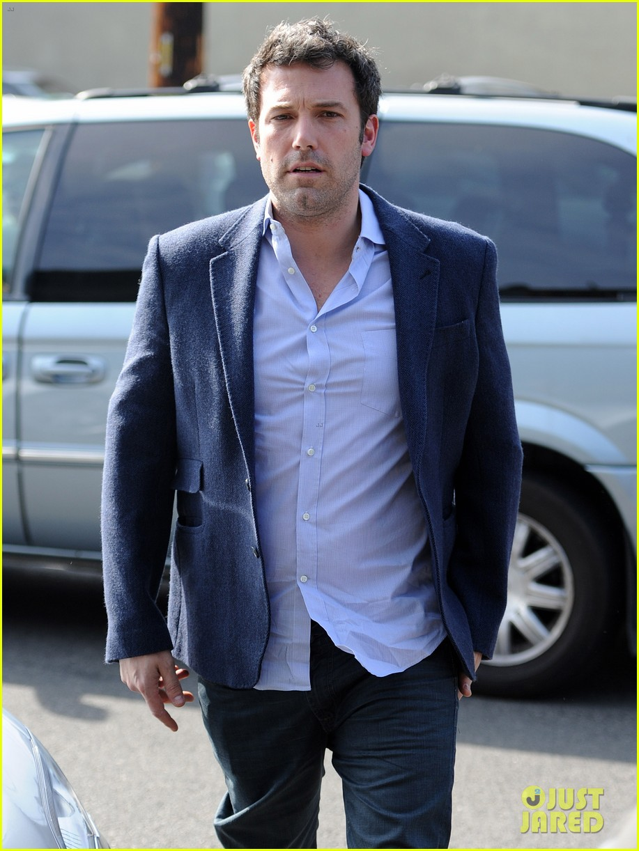 ben affleck steps out after joking about his big dick 043038970
