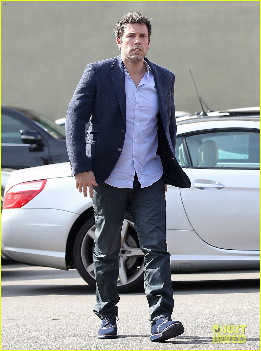ben affleck steps out after joking about his big dick 053038971