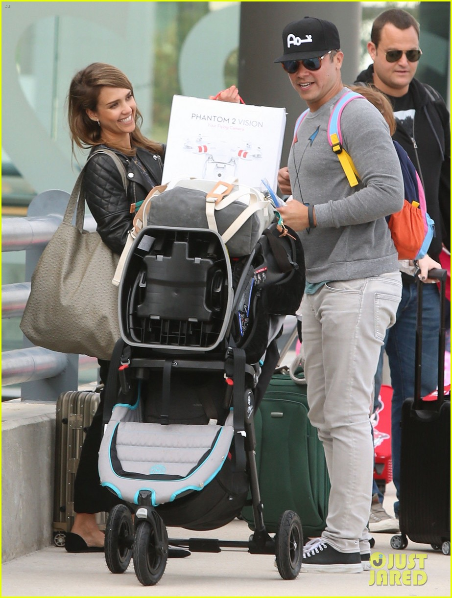 jessica alba family arrive home from cabo vacation 103022684