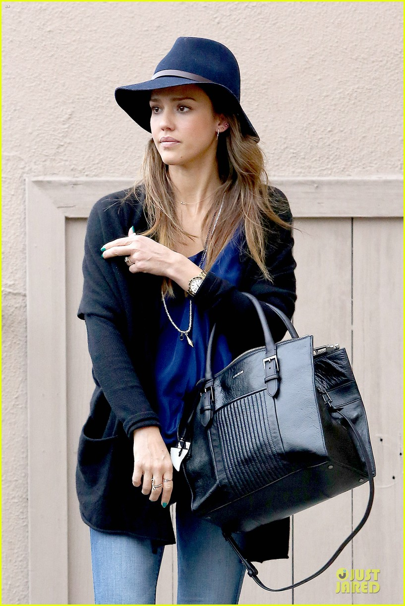 jessica alba wraps the weekend with pierced lobe 183042494