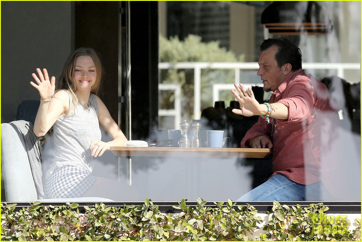 amanda seyfried justin long take finn to the doggy dentist 063035583
