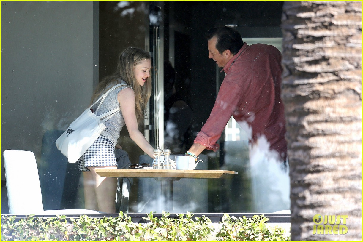 amanda seyfried justin long take finn to the doggy dentist 17