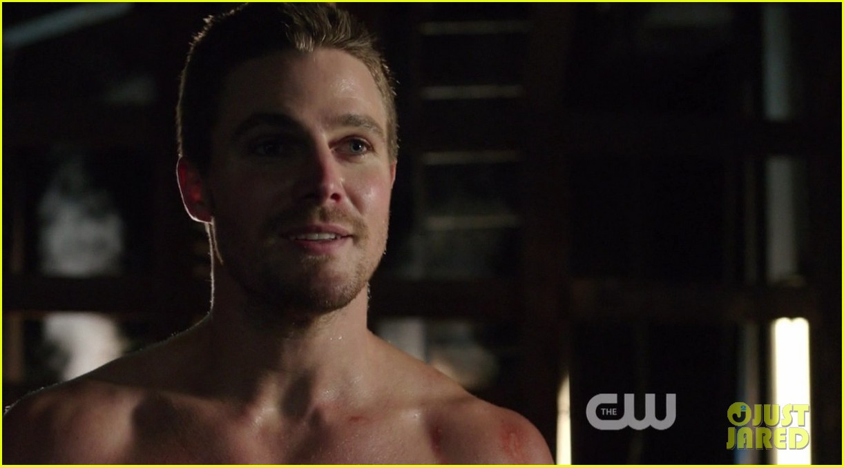 stephen amell ridiculously ripped abs in shirtless arrow stills 14
