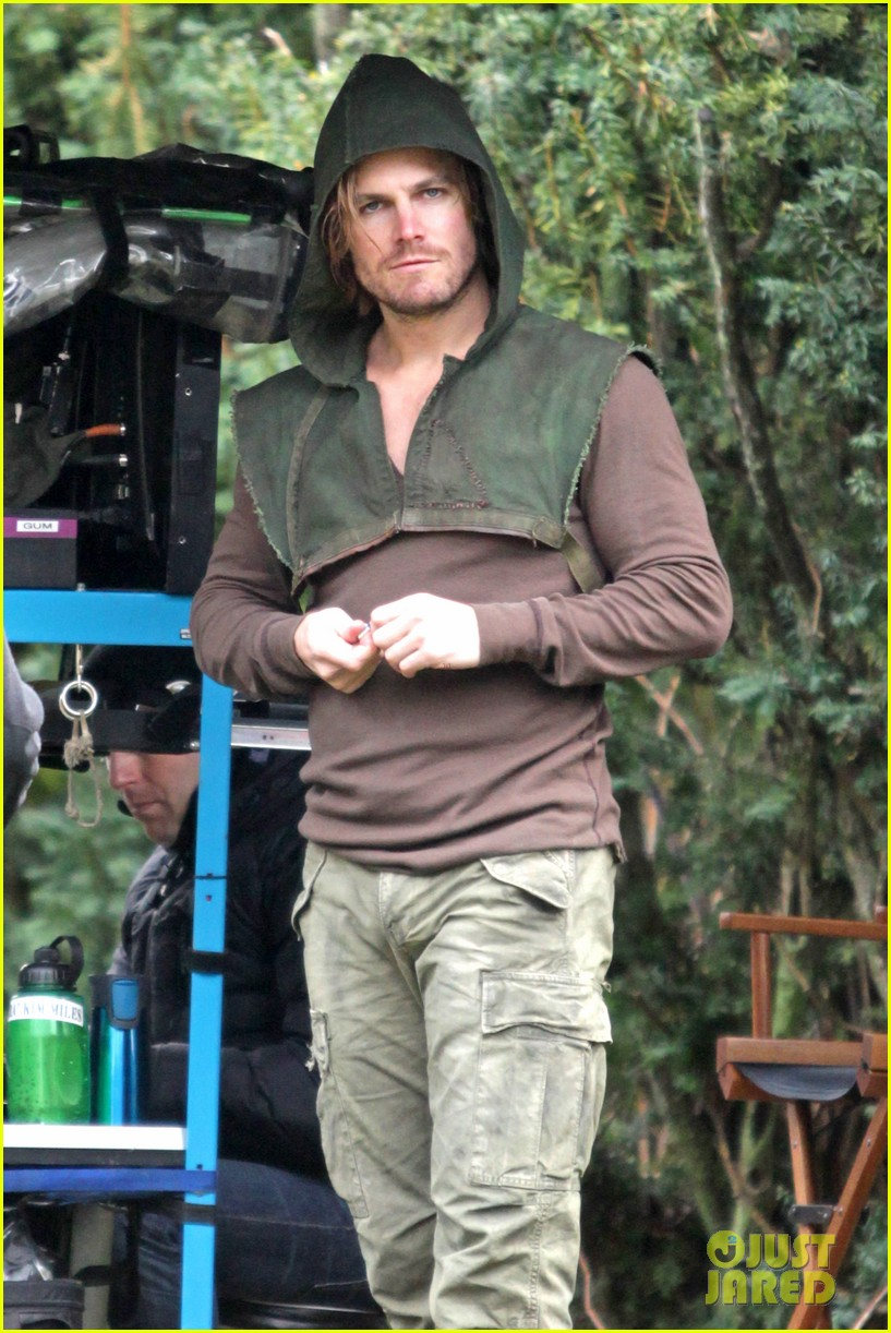 stephen amell long haired wig for arrow scenes 09