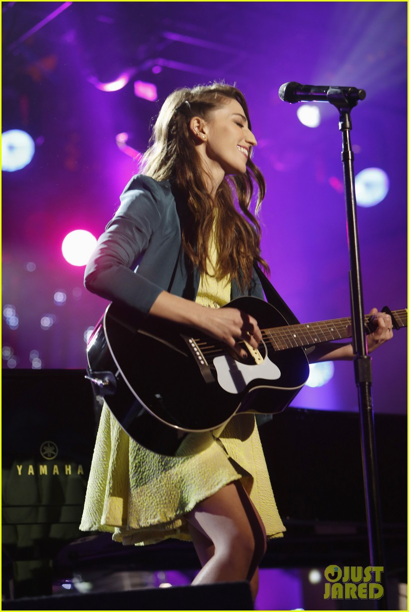 sara bareilles performs new single i choose you on kimmel 07