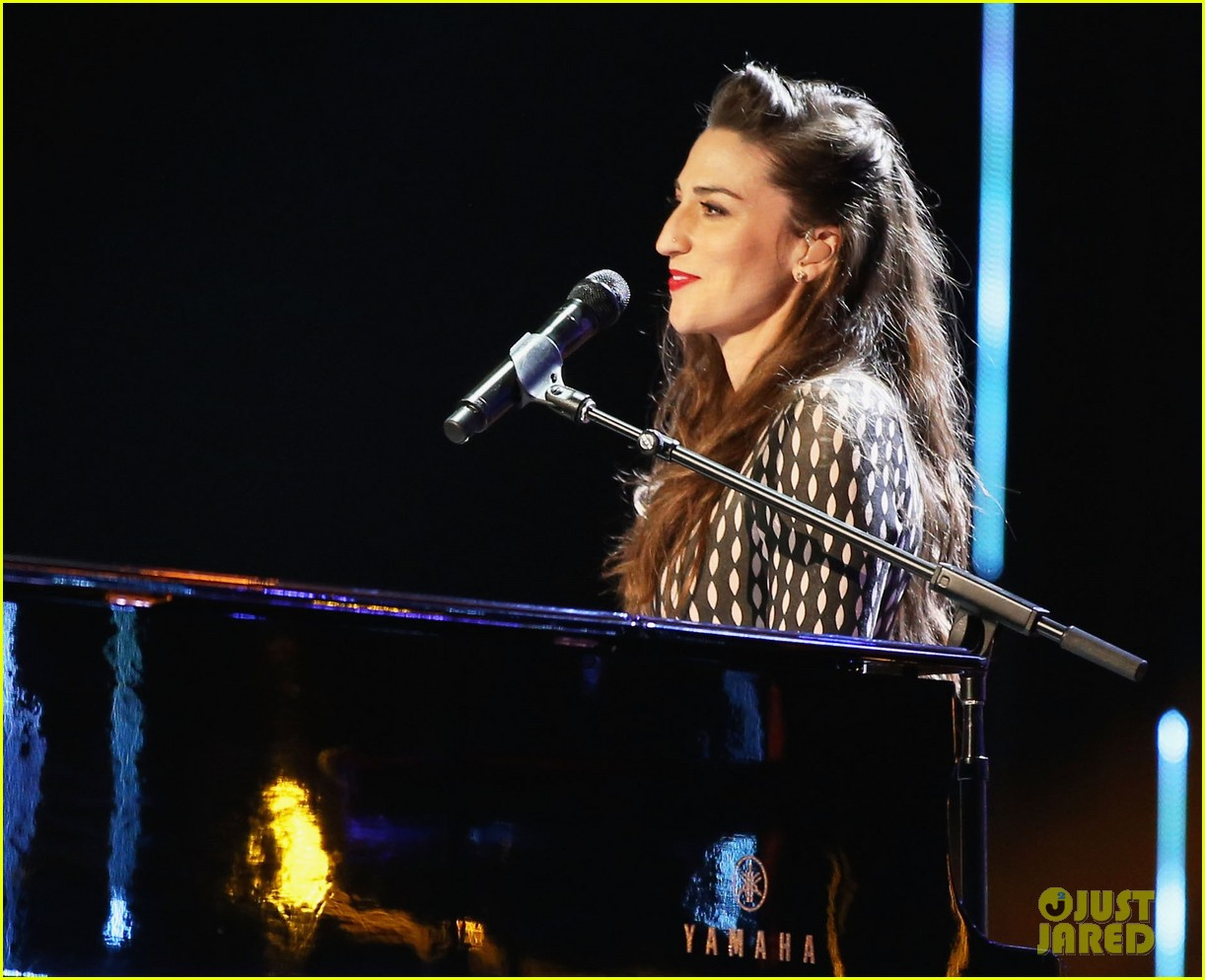 sara bareilles peoples choice awards 2014 performance video 03