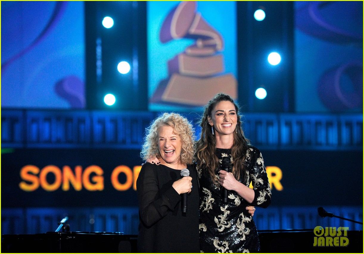 sara bareilles carole king grammys brave beautiful mashup at grammys 2014 video 08