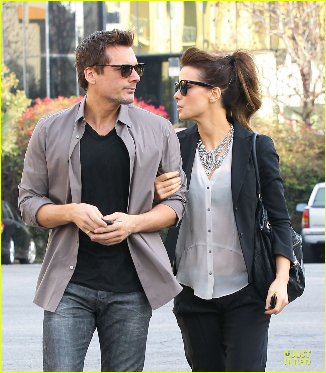 kate beckinsale len wiseman hook arms at fred segal 22