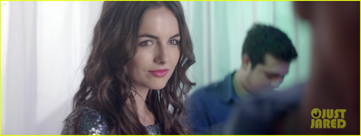 camilla belle skylar astin share awkward kiss in cavemen exclusive clip 03