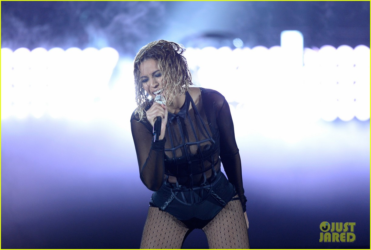 beyonce jay z drunk in love at grammys 2014 watch now 113041193