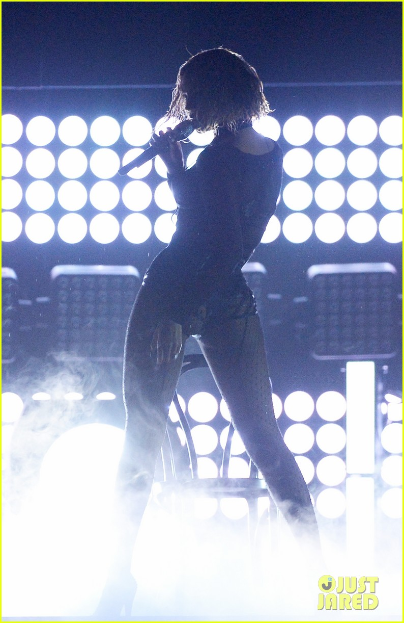 beyonce jay z drunk in love at grammys 2014 watch now 143041196