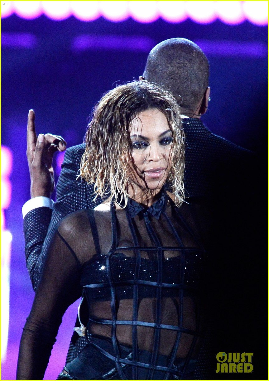 beyonce jay z drunk in love at grammys 2014 watch now 23