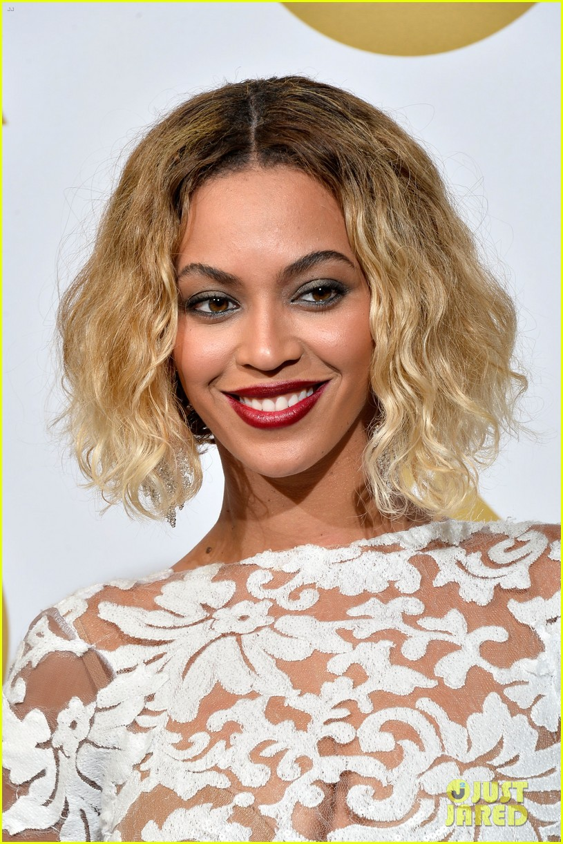 beyonce wears sexy sheer white dress at grammys 2014 13
