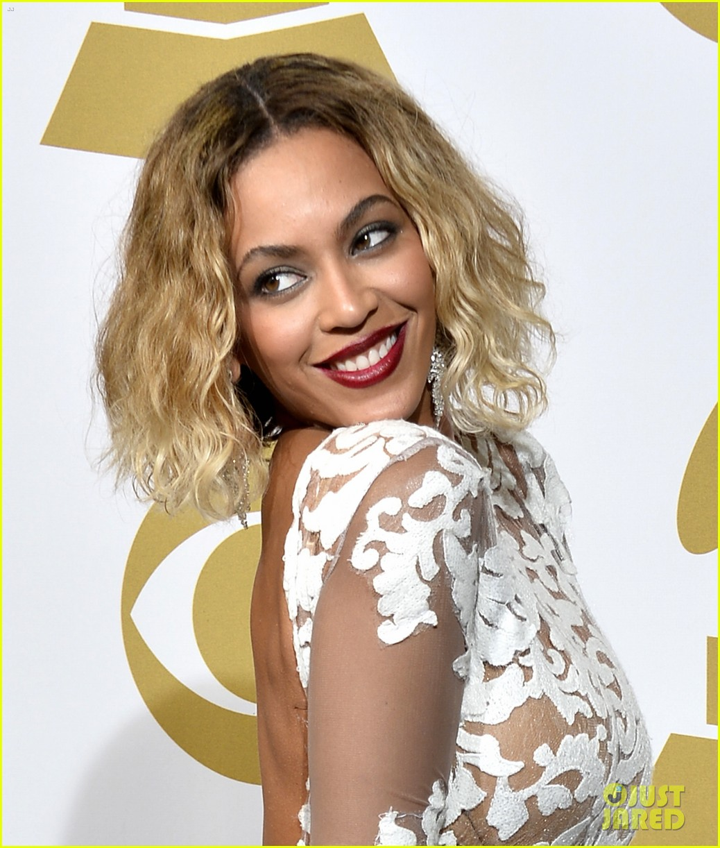 beyonce wears sexy sheer white dress at grammys 2014 17