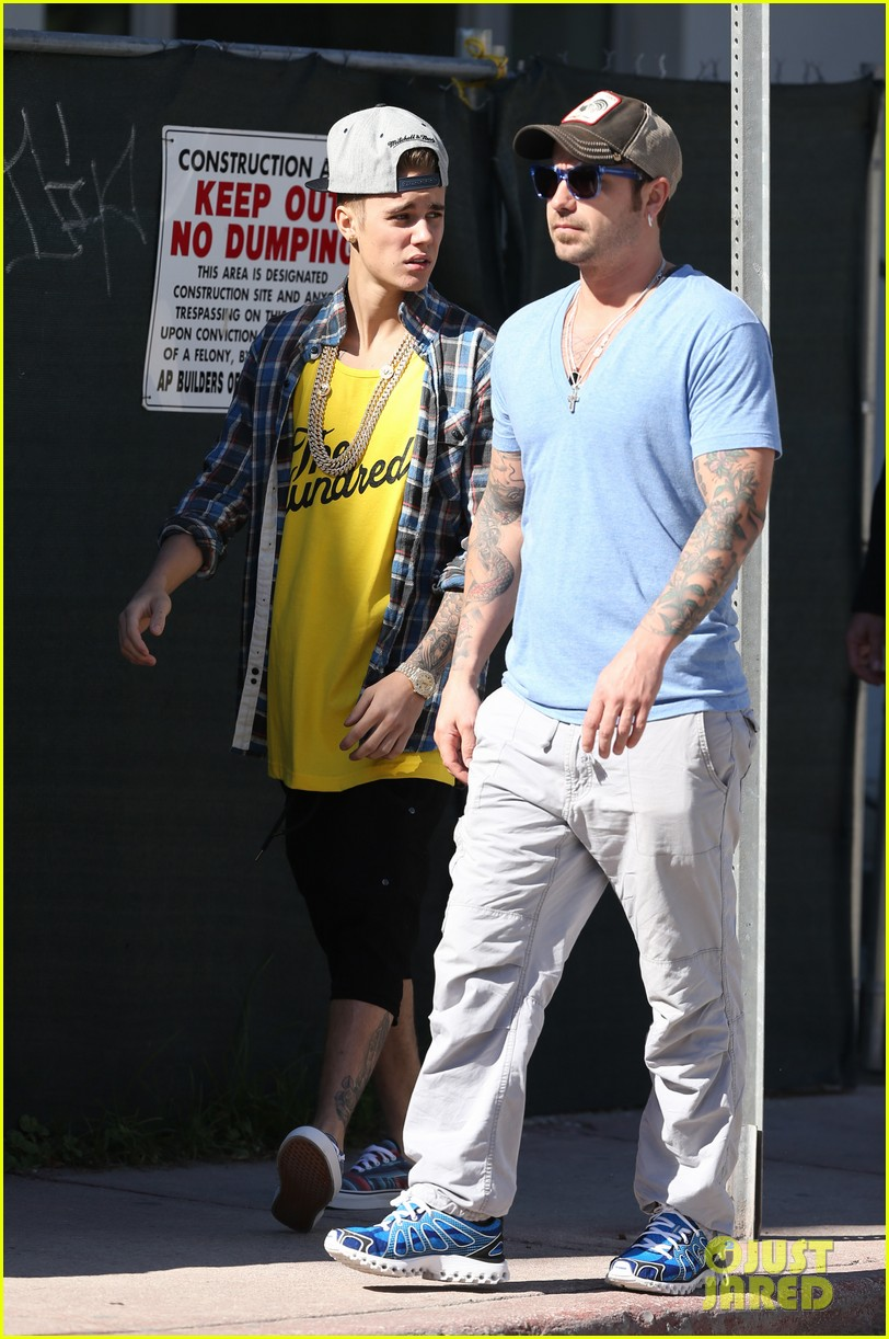 justin bieber emerges in miami after police raid controversy photos 113037891