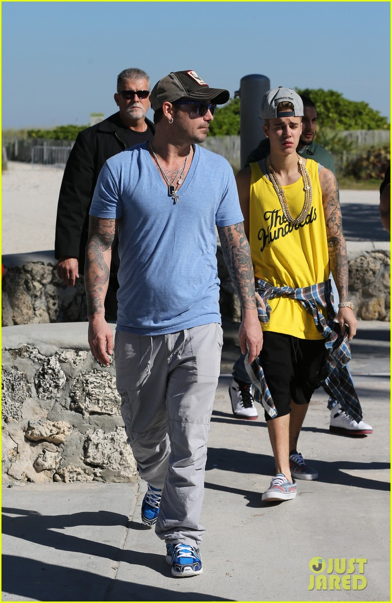 justin bieber emerges in miami after police raid controversy photos 15