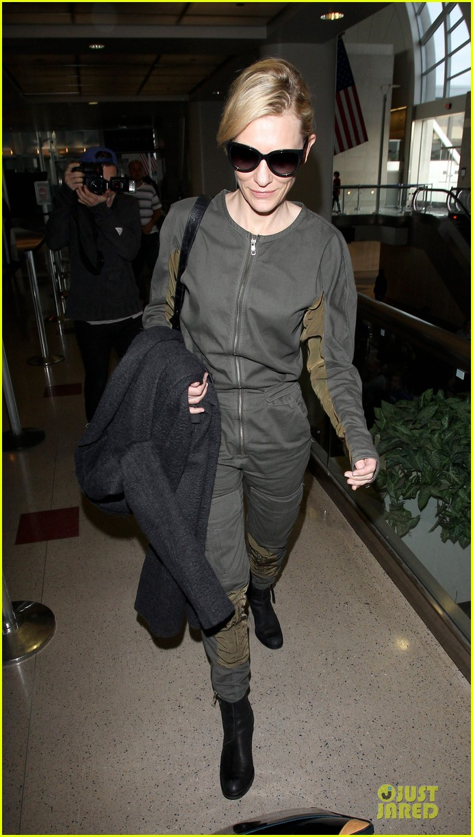 cate blanchett lax arrival after nyfcc awards ceremony 01