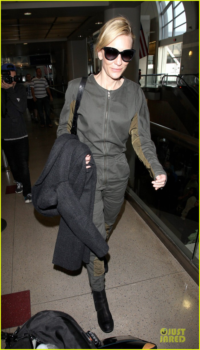 cate blanchett lax arrival after nyfcc awards ceremony 16