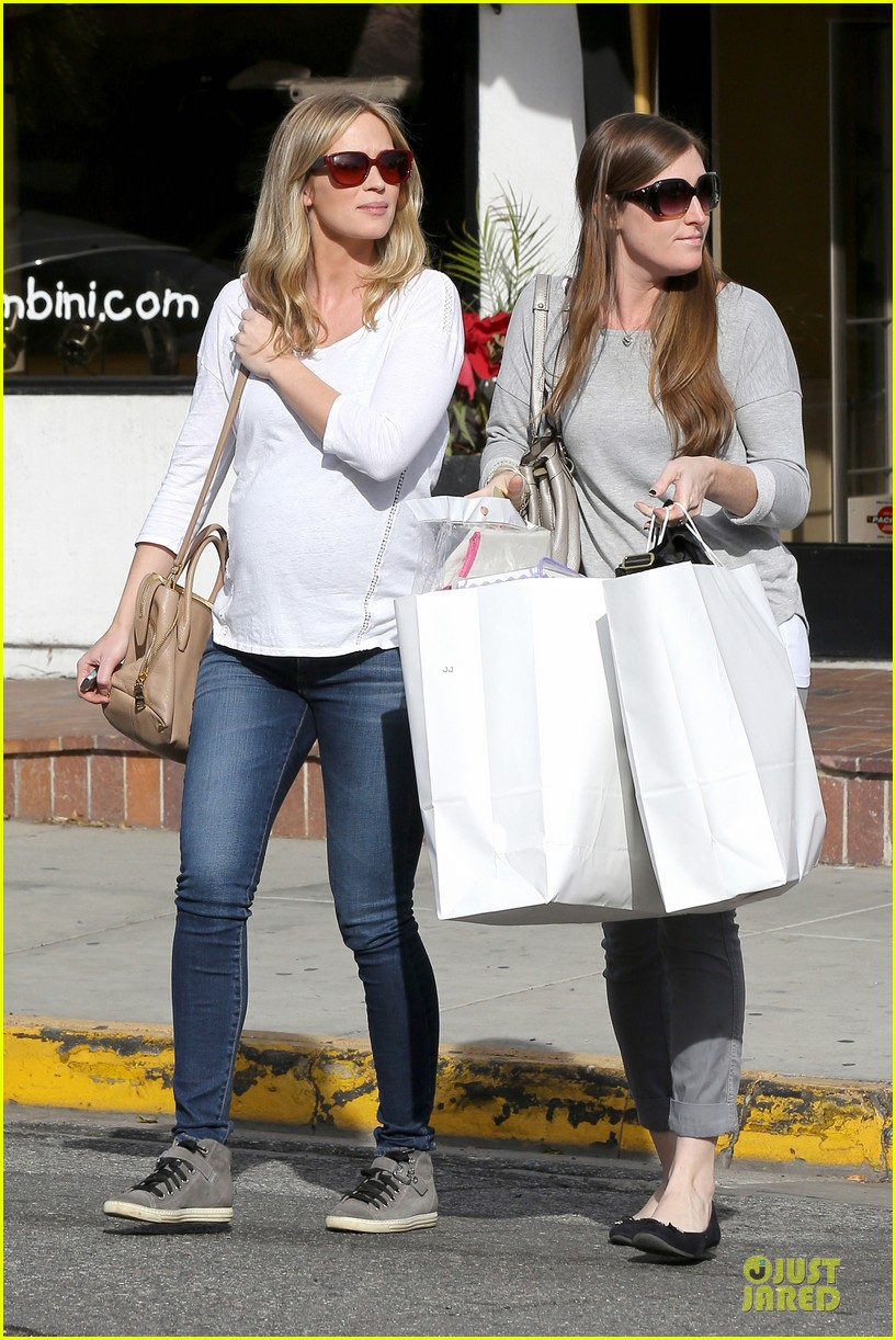 emily blunt baby shopping spree at bel bambini 14