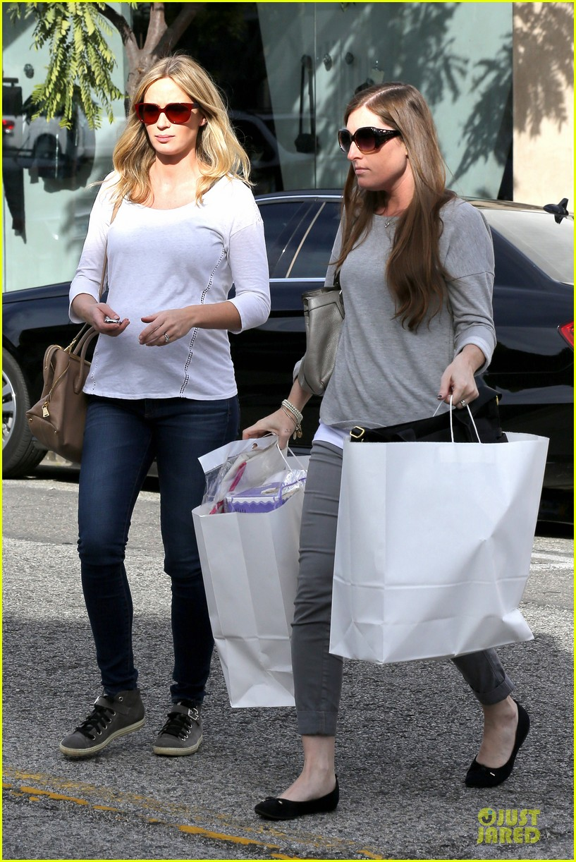 emily blunt baby shopping spree at bel bambini 163024052