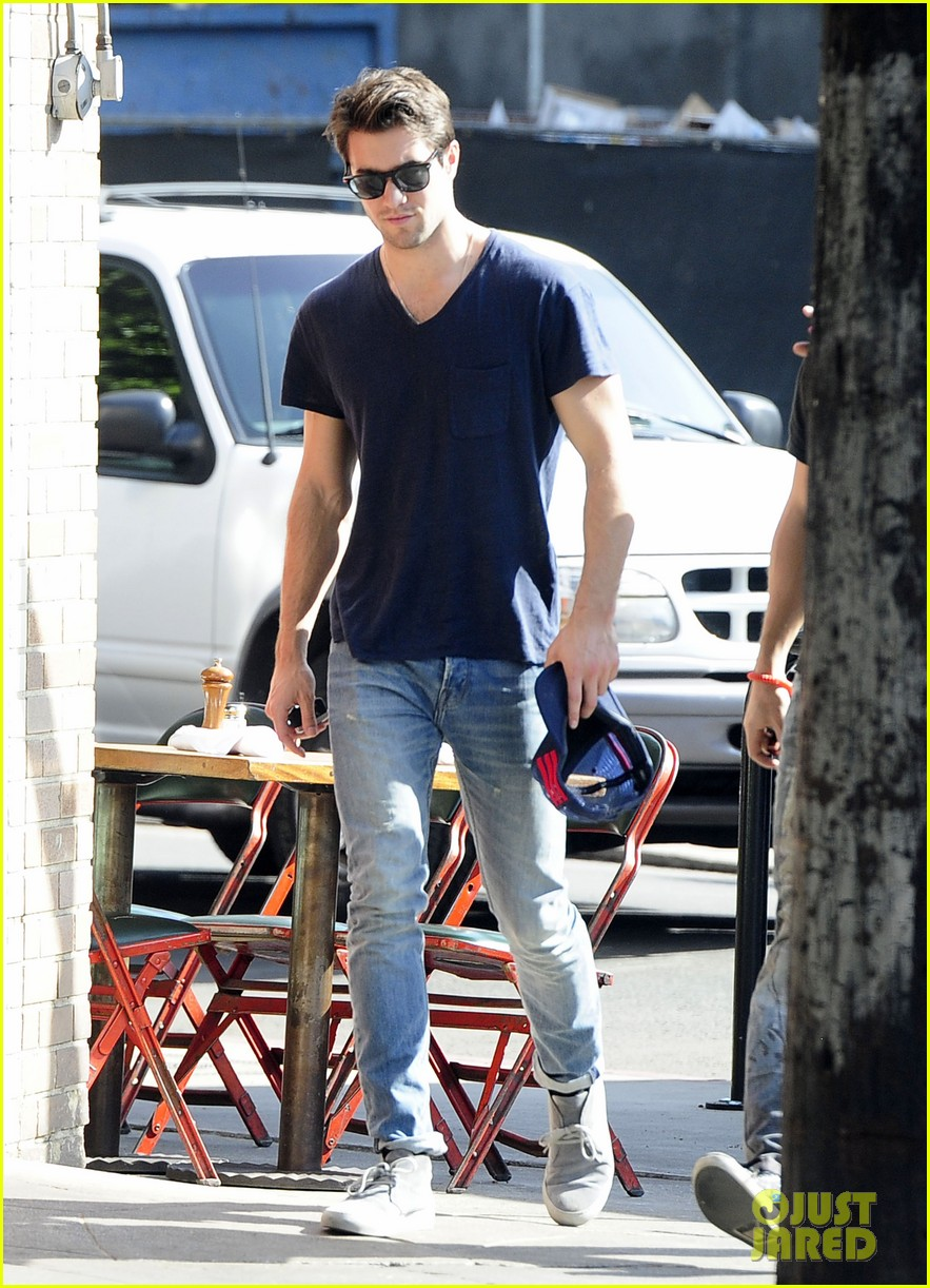 joshua bowman hangs with a pal for little doms lunch 09