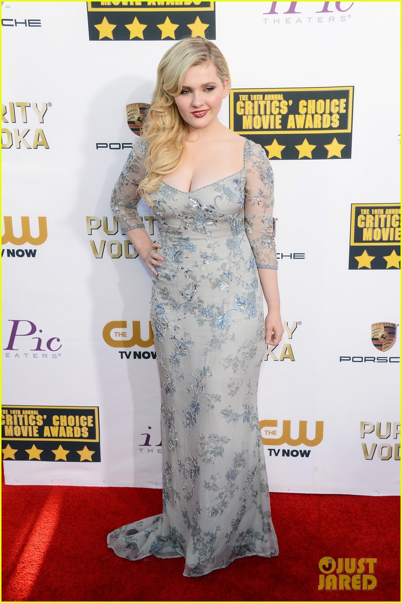 abigail breslin sophie nelisse critics choice movie awards 2014 red carpet 033032862