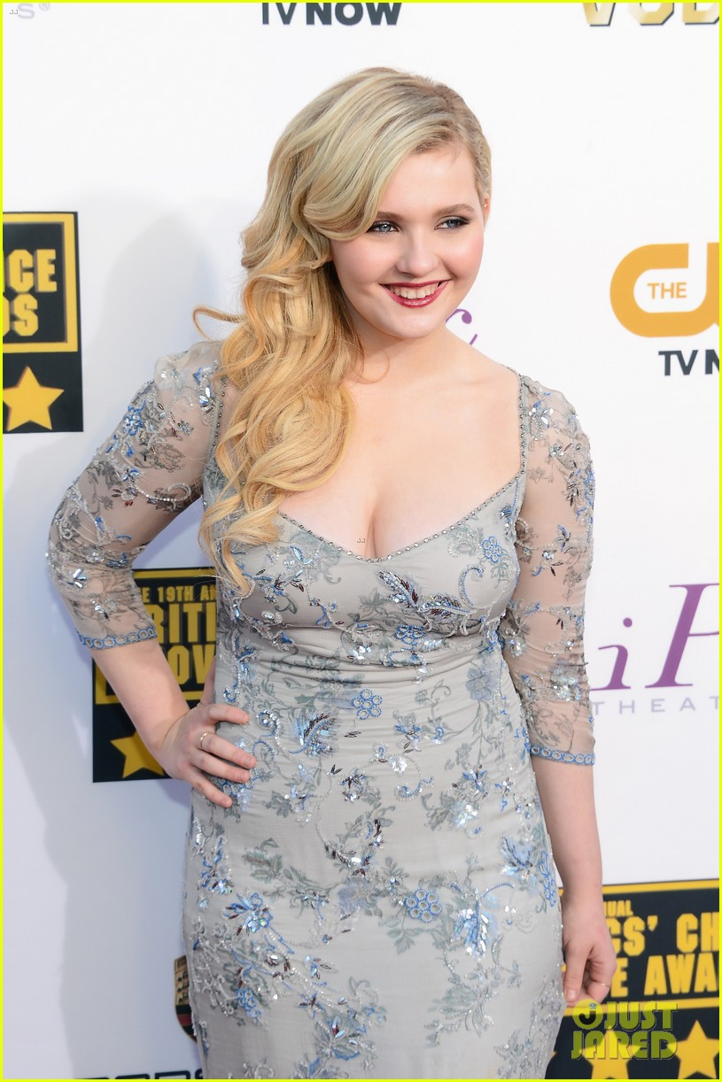 abigail breslin sophie nelisse critics choice movie awards 2014 red carpet 093032868