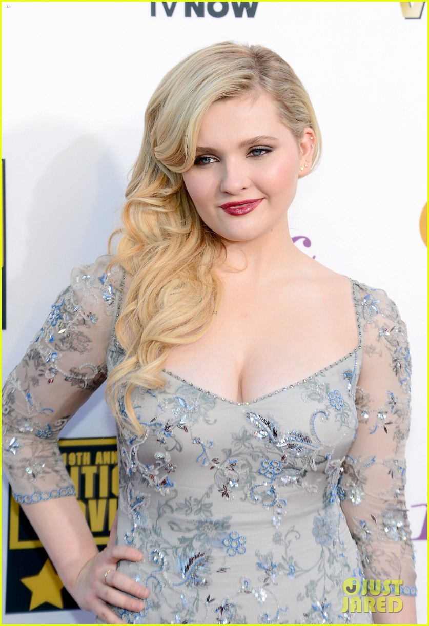 abigail breslin sophie nelisse critics choice movie awards 2014 red carpet 103032869