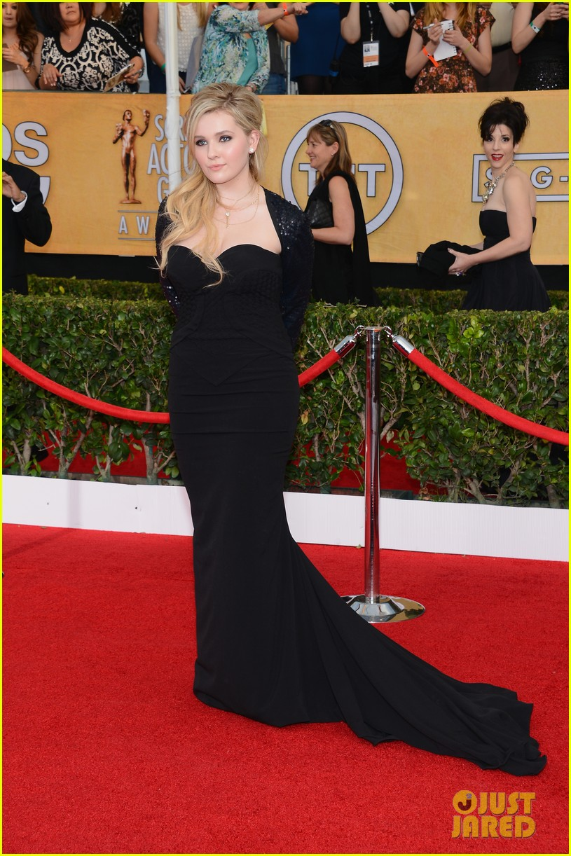 abigail breslin juliette lewis sag awards 2014 red carpet 11