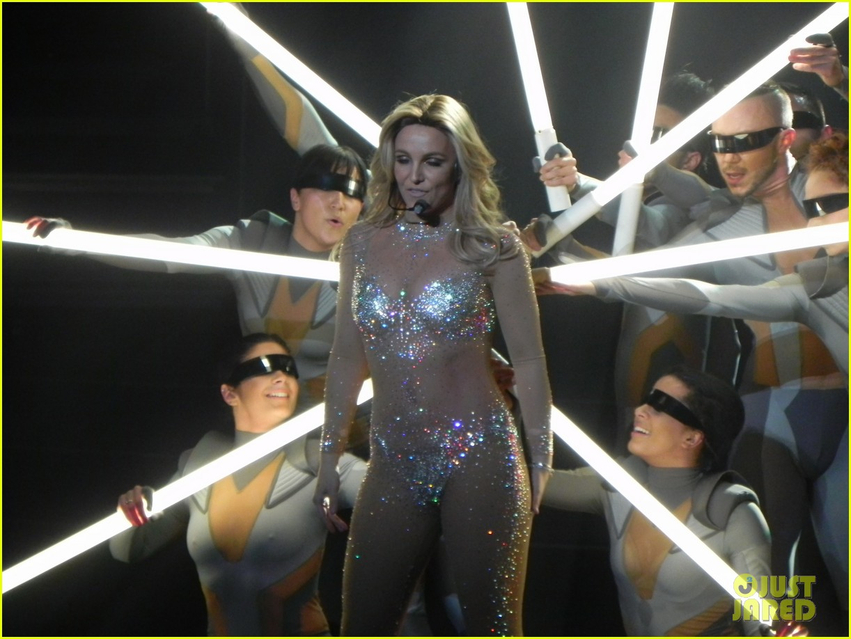 britney spears ties up boyfriend david lucado during new years eve concert 173020973