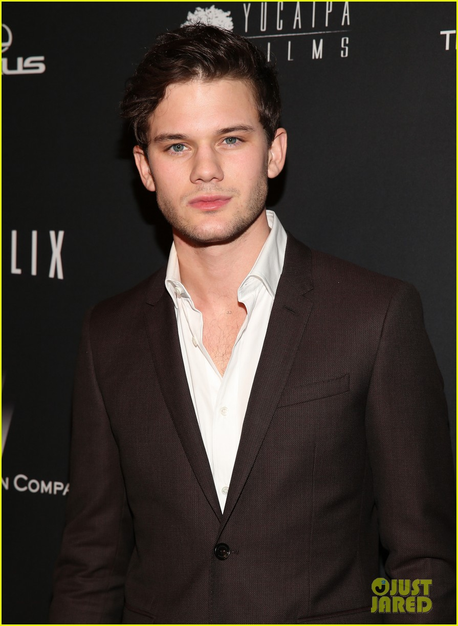 daniel bruhl jeremy irvine weinstein golden globes party 2014 01