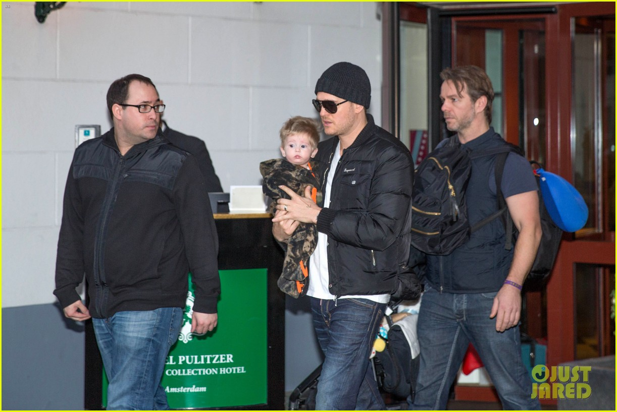 michael buble luisana lopilato amsterdam vacation with baby noah 01