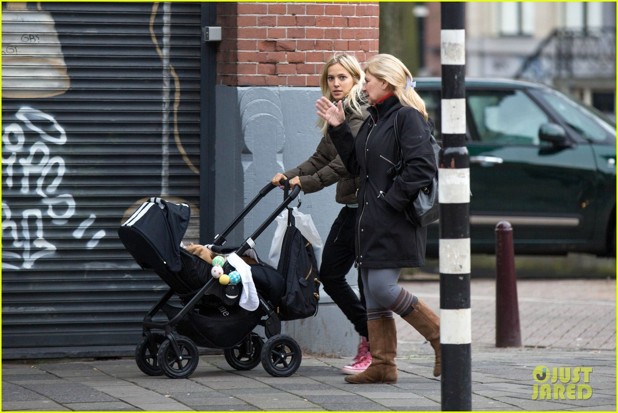 michael buble luisana lopilato amsterdam vacation with baby noah 08