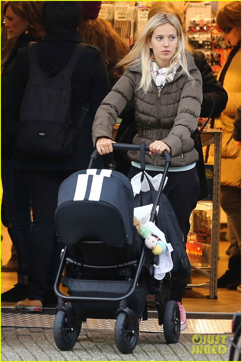 michael buble luisana lopilato amsterdam vacation with baby noah 09