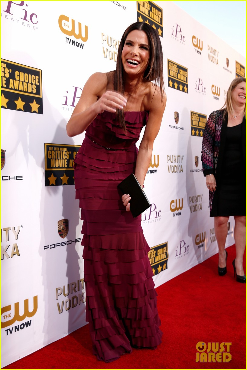 sandra bullock critics choice awards 2014 red carpet 02