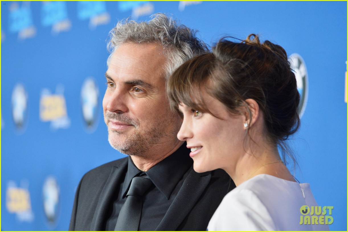 sandra bullock supports alfonso cuaron at dga awards 2014 06