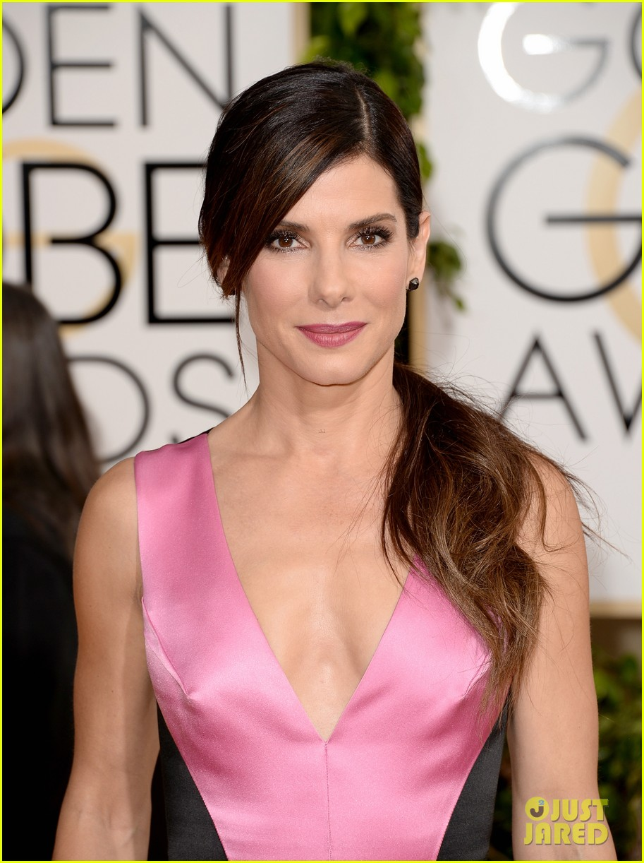 sandra bullock golden globes 2014 red carpet 02