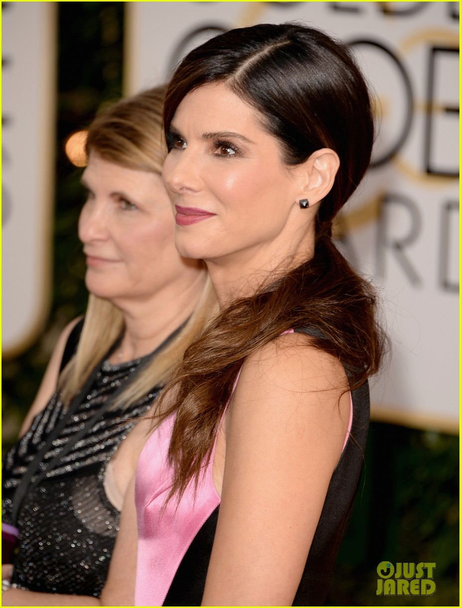 sandra bullock golden globes 2014 red carpet 043029292