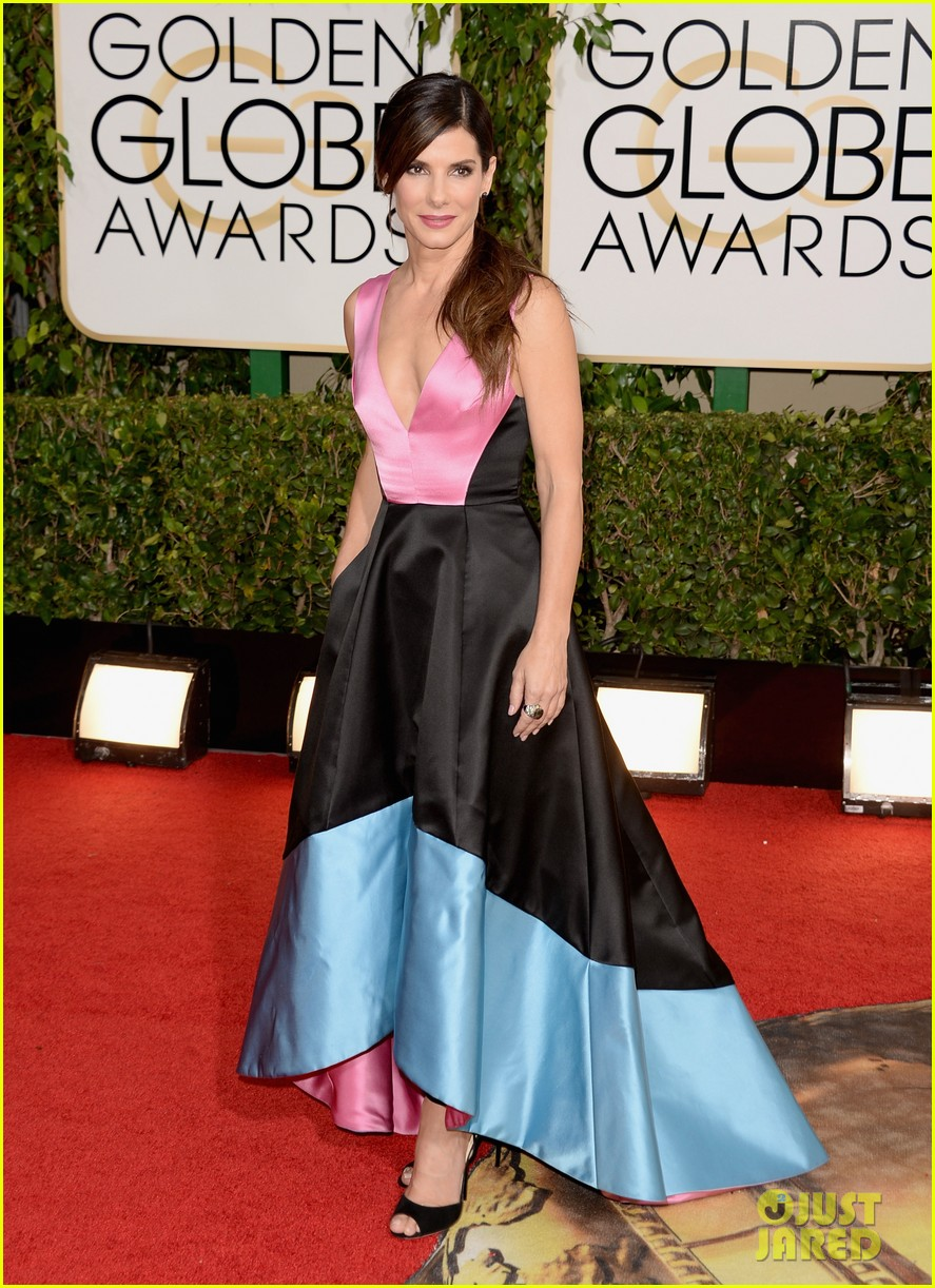 sandra bullock golden globes 2014 red carpet 053029293