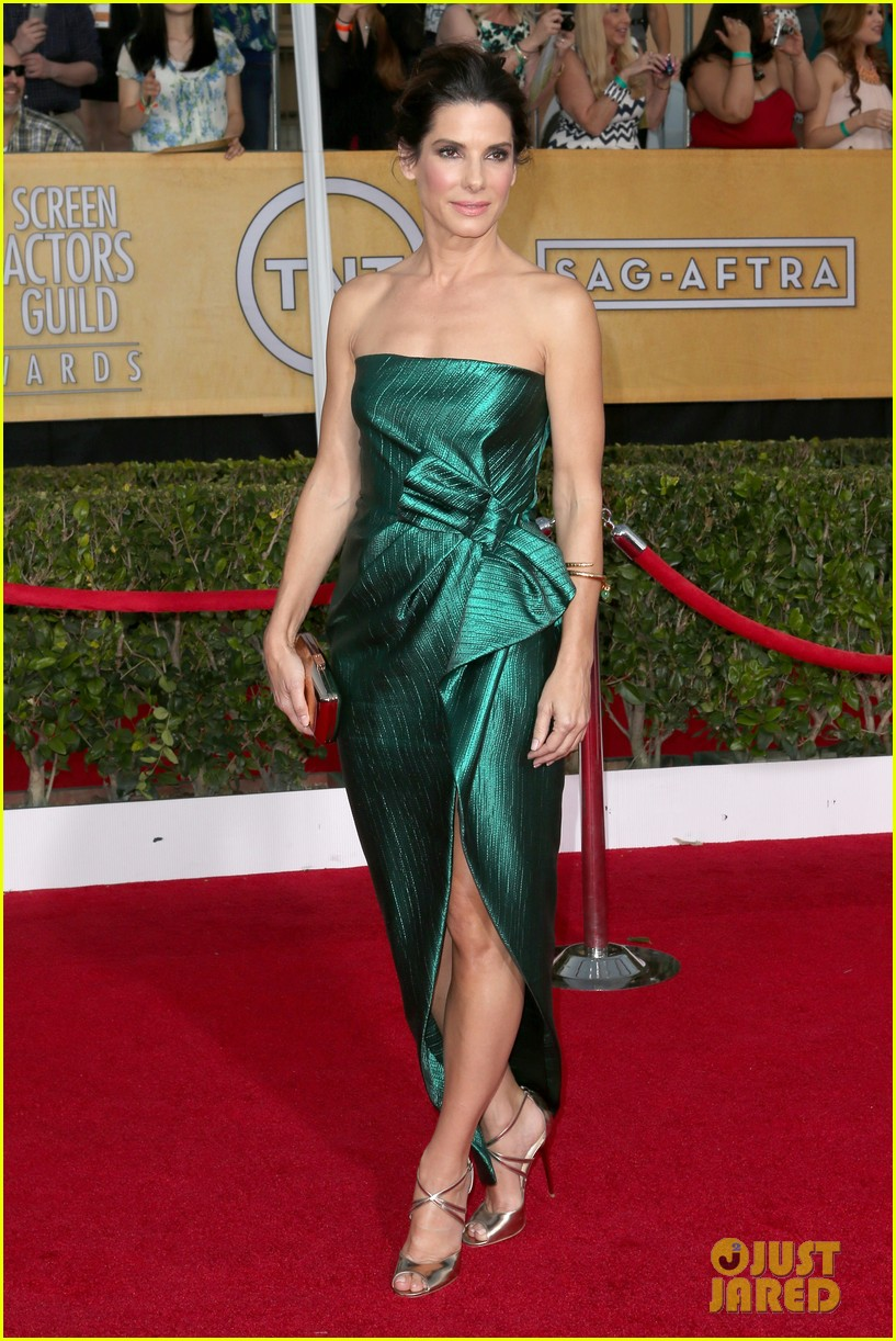 sandra bullock sag awards 2014 red carpet 01