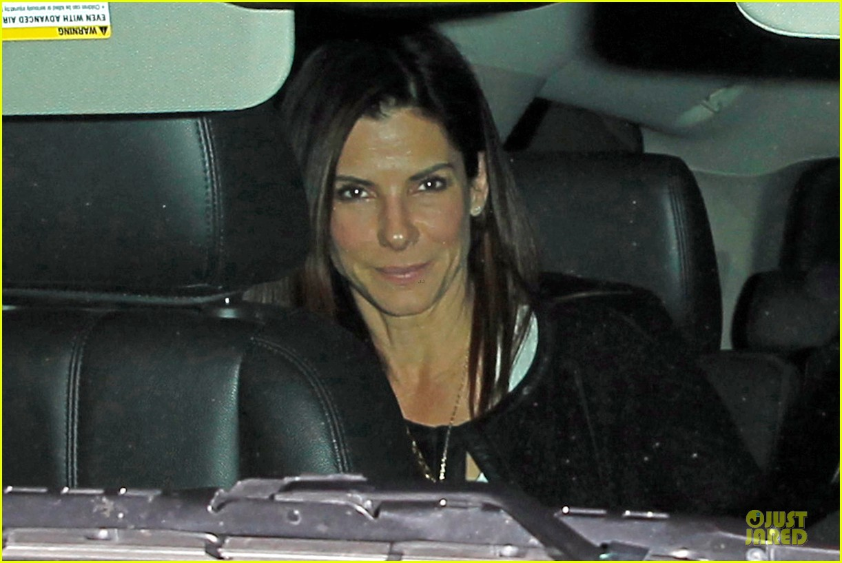 sandra bullock shopping with mystery man after golden globes 043031616