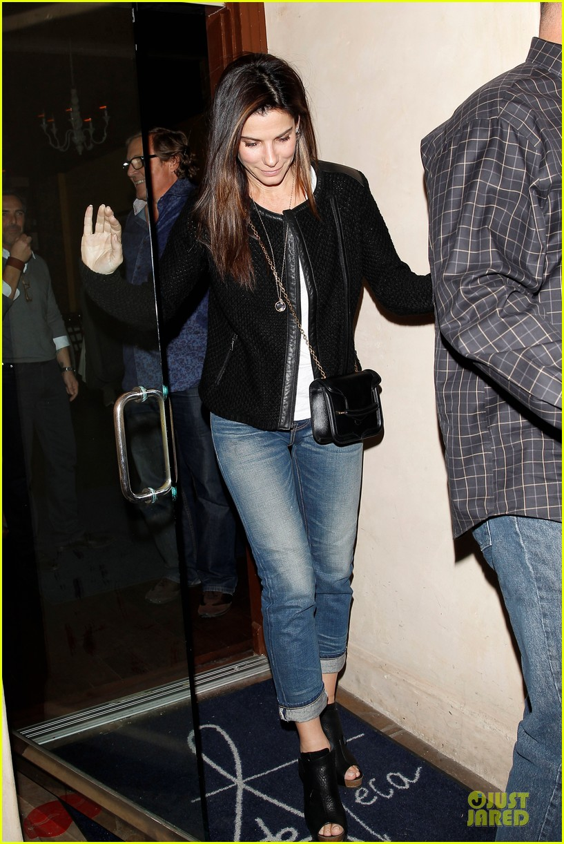 sandra bullock shopping with mystery man after golden globes 093031621