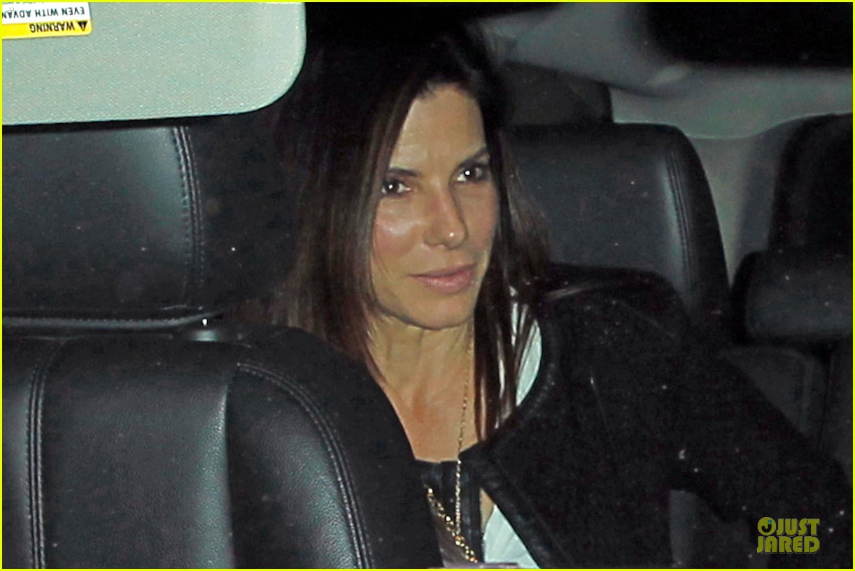 sandra bullock shopping with mystery man after golden globes 14